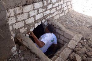 """بالصور : قصة مستشار محافظ أسيوط الذي فتح قبر والديه ونام داخله """"قصة غريبة"""""""