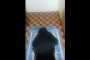 فيديو مؤثر : أم تدخل الحجرة على أبنتها الصغيرة المصابة بالسرطان فتجدها فى هذة الحالة