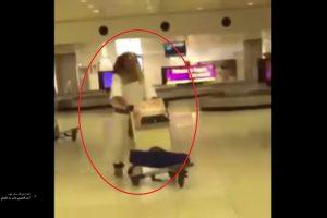 شاب مصرى يصل إلى مطار الكويت الدولى مرتديا لبس فرعونى تعرف على السبب