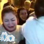 عريس يفاجئ عروسته ويجعلها تبكي وكان السبب ! شاهد بالفيديو ماذا حدث بحفل الزفاف