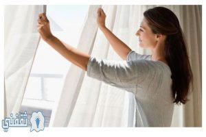 بالفيديو طريقة سهلة و بسيطة لتنظيف جميع أنواع الستائر في المنزل