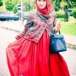 فستان لون أحمر مناسب للصباح والمساء