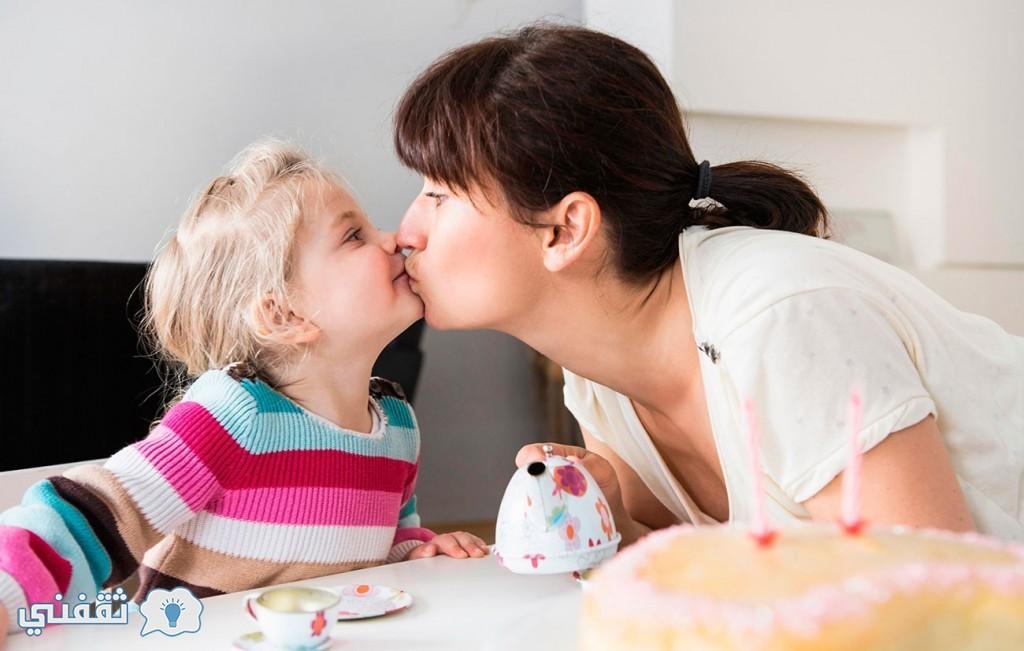 منع-تقبيل-الطفل-من-الشفاة-1024x651