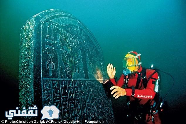 الضرائب منحوتة في حجر جرانيتي يعود عمره لـ 2300 عامًا طوله 1.9 متر ومكتوب باللغة الهيروغليفية وكان مثبت في المعبد المصري بمدينة هرقليون