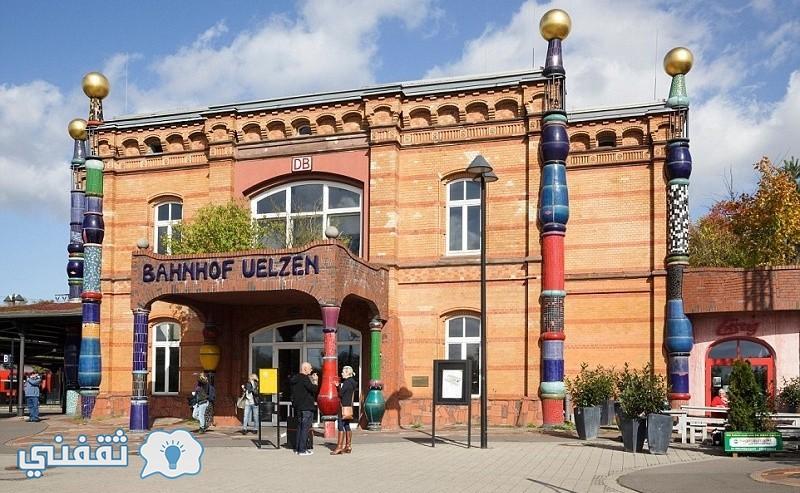 محطة القطار المذهلة Hundertwasser-Bahnhof Uelzen في ألمانيا