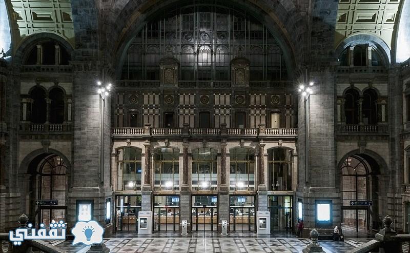 محطة Antwerpen-Centraal في بلجيكا تعد الأكثر فخامة وهي مصنوعة من أنواع مختلفة من الرخام والحجر صممت من قبل Louis Delacenserie عام 1905