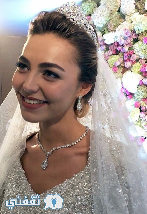 32AAFD7200000578-3514779-The_bride_s_hair_was_styled_by_Anna_Timofeyeva-m-9_1459330907671