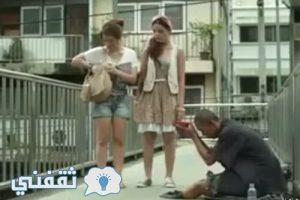 شاهد بالفيديو حيله ذكيه جدا قامت بها فتاه وكشفت متسول يدعي فقدان قدمه
