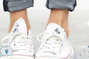 طريقة سهلة وسريعة لتنظيف الحذاء الأبيض في البيت ليصبح ناصع البياض
