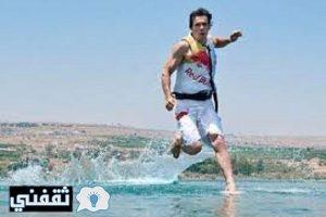 بالفيديو شاهد أسرع رجل قادر علي الجري وإمساك الحيوانات والصيد بدون سلاح سبحان الله
