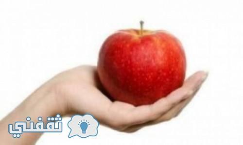 فتاة إشترت تفاحتين بـ1500 دولار والسبب؟!