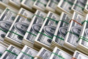 الانخفاض المتكرر للدولار وسعره اليوم في البنوك والسوق السوداء