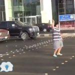 """الشرطة السعودية تلقى القبض على شاب فى أحد الشوارع فى مدينة جدة والسبب """"أغنية"""""""