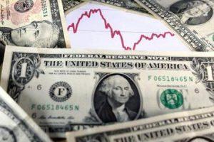 سعر الدولار وتعليق خبراء الاقتصاد على احتمالية الارتفاع