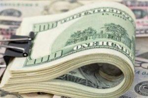 هبوط سعر الدولار اليوم بشكل مفاجئ في البنوك في التعاملات المسائية وتثبيت السعر الجمركي