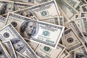الدولار يواصل تراجعه أمام الجنيه .. و6 بنوك تخفض السعر مع بداية التعاملات الصباحية لليوم الثلاثاء 6 مارس 2018
