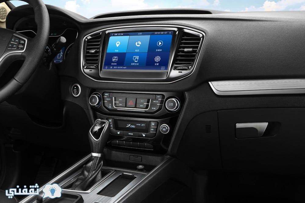 التصميم الداخلي للسيارة EMGRAND X7
