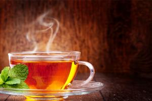 الفوائد الصحية للشاي الأخضر والشاي الأسود