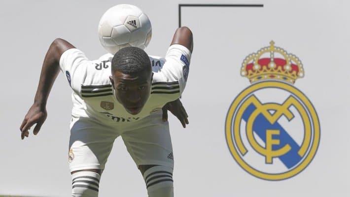 فينيسيوس جونيور أثناء تقديمه في ريال مدريد