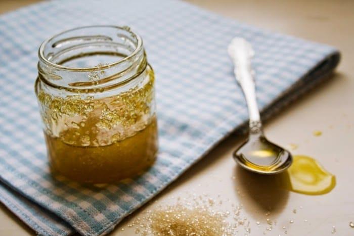 مقشر السكر البني و زيت الزيتون