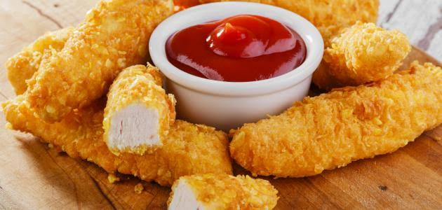أصابع الدجاج المغطاة بالسمسم