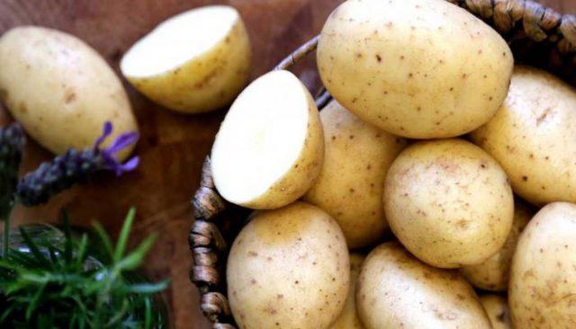 ماء البطاطس للبشرة