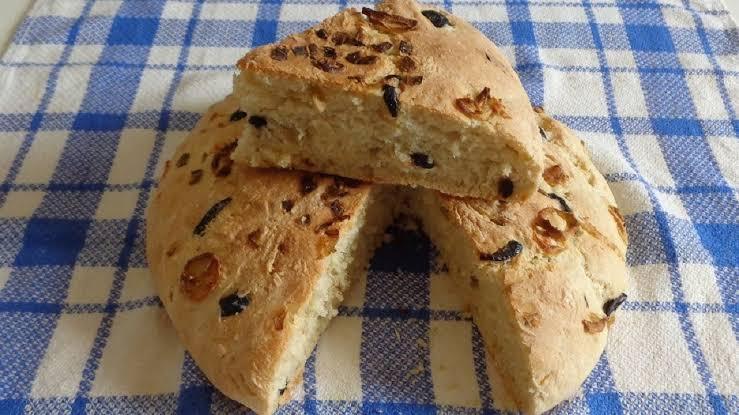 خبز الزيتون والبصل