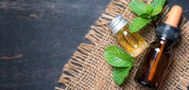 الفوائد الطبية لزيت النعناع للجسم والشعر والبشرة