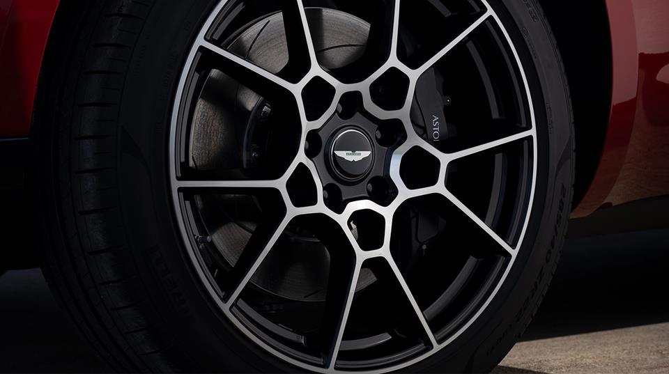 سعر سيارة أستون مارتن DBX 2021 4.0T V8 الجديدة فى السعودية
