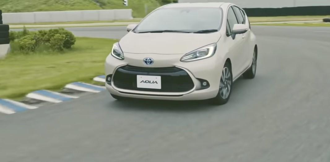 مواصفات سيارة تويوتا أكوا الجديدة 2022 Aqua الاقتصادية في استهلاك الوقود