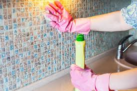 طريقة تنظيف جدران المطبخ