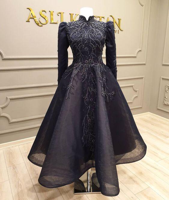 فستان باللون الأسود