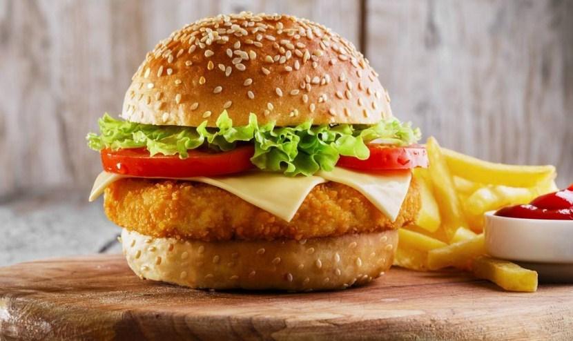 طريقة عمل برجر الدجاج ماكدونالدز بطريقة سريعه ورائعة المذاق / تعرفي على سر الوصفة